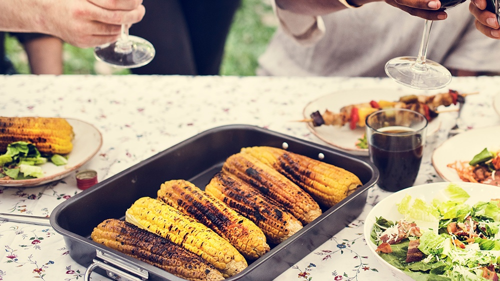 summer-barbecue-table